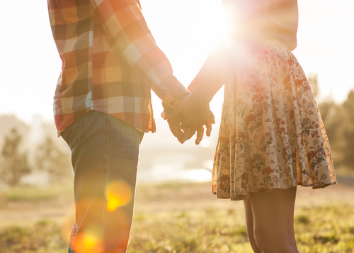 Loveandfriends young couple in love holding hands in autumn